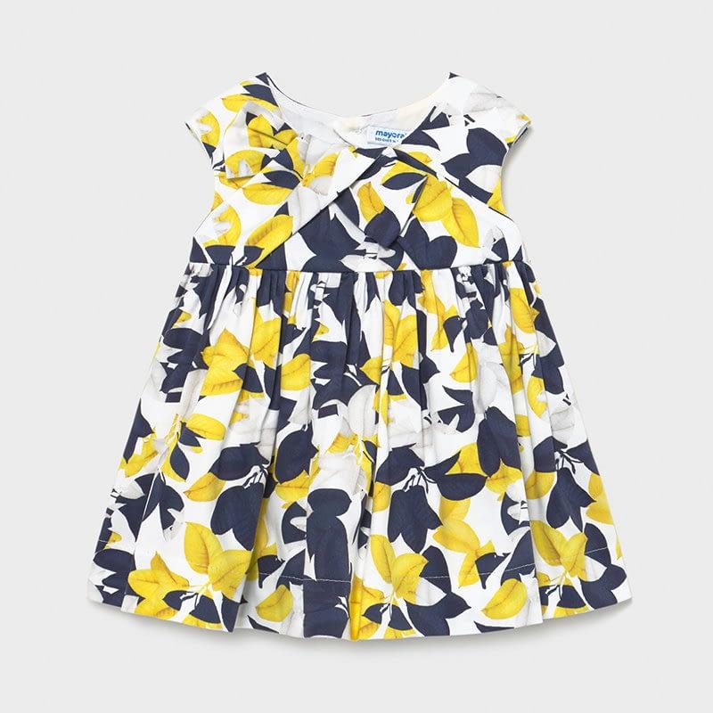 Vestido estampado en amarillo y marino muy alegre para el veranito. Corte en el pecho, falda con un poco de frunce para darle un poco de vuelo. Espalda con apertura graciosa en forma de rombo, cierre con dos botones. Complementa el look con nuestra chaqueta básica amarilla.