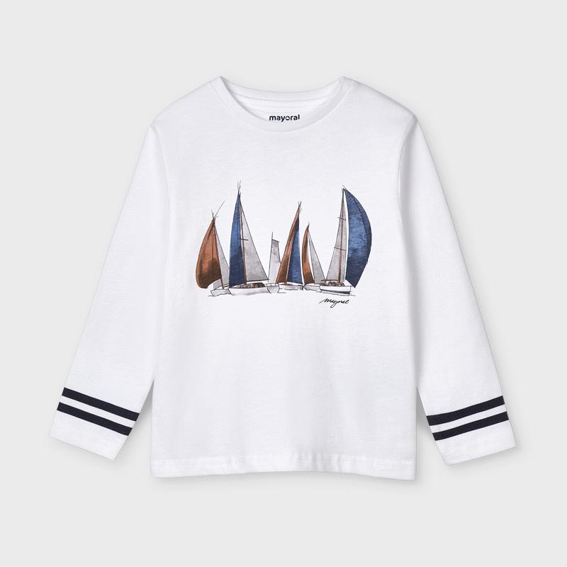 Camiseta manga larga barcos Mayoral. Tejido 100% algodón. aplique decorativo delante.Cuello redondo. Rayas en manga a contraste.