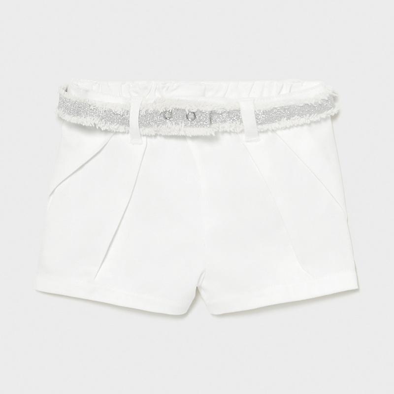 Pantalón corto sarga bebé niña mayoral. Goma elástica regulable en la cintura para ajustar el talle. Cinturón extraíble a la cintura.