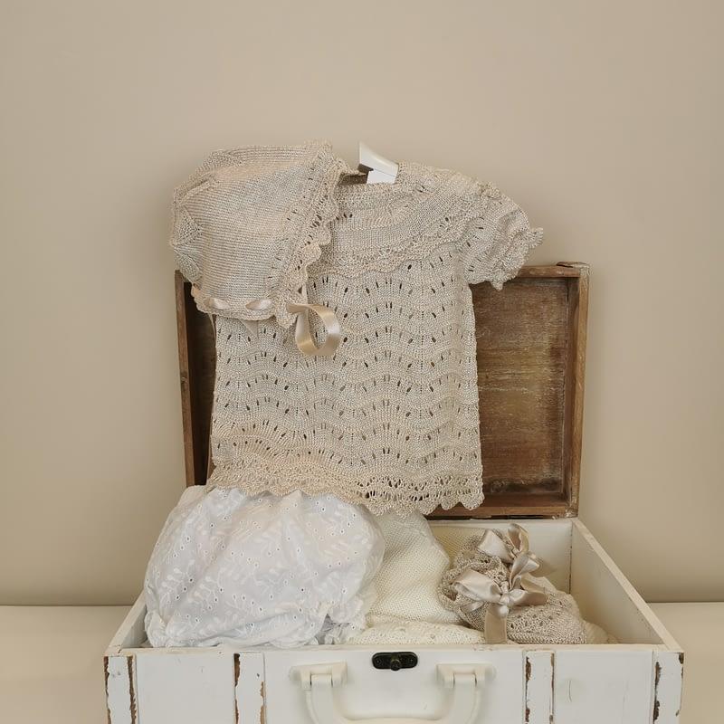 Conjunto 4 piezas halley comet blis-angora Mac ilusión bebe. Punto tricotado con delicadeza y ternura, compuesto por patucos,ranita,capota.